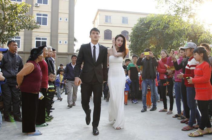 Sau lễ cưới tổ chức tại Kiên Giang, quê của cô dâu, cặp đôi tiếp tục tổ chức đám cưới trước 700 khách ở quê nhà chú rễ - Nghệ An.