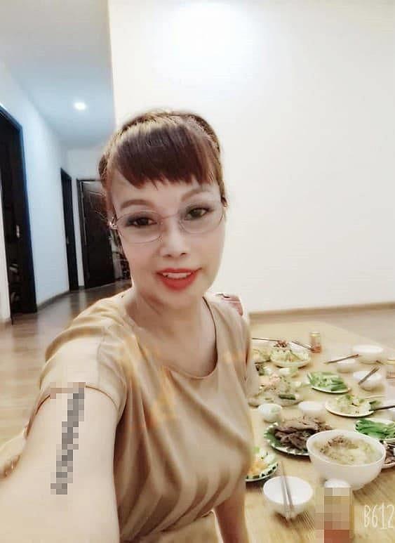 Cô dâu 63 tuổi để lộ vùng nhạy cảm khiến dân tình bất ngờ, tự tin khoe nhan sắc đã bớt 'méo mó' trong căn nhà mới 2
