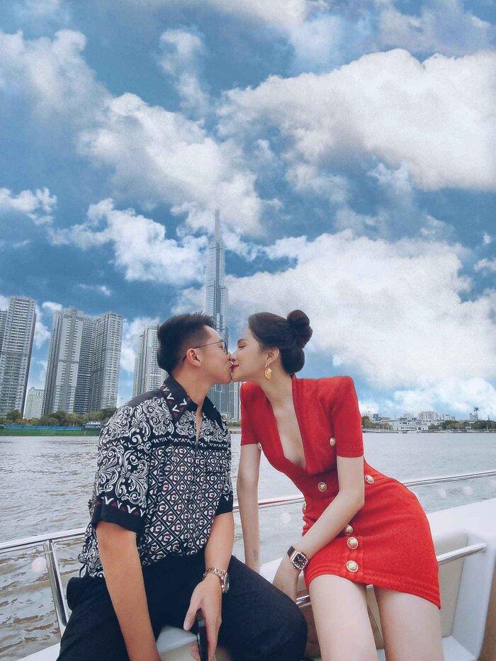 Hương Giang, Hòa Minzy xứng danh chị em giàu sụ, cùng nhau sắm đồng hồ kim cương giá hơn nửa tỷ 0