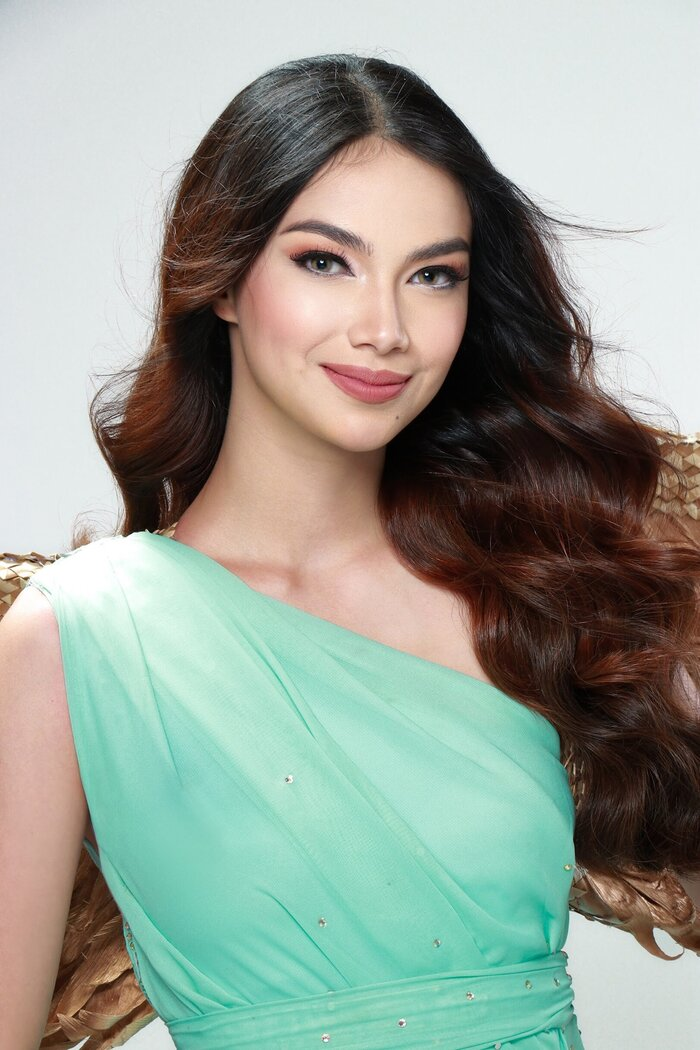 Đại diện nước chủ nhà Philippines tại Hoa hậu Trái Đất 2020. Cô đăng quang ngay tại nhà của mình.