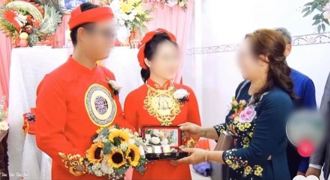 Màn nạp tài khủng 1,8 tỷ tiền mặt của chú rể miền Tây, nhà cô dâu cũng 'đáp lễ' bằng số lượng vàng và kim cương chẳng kém cạnh 3