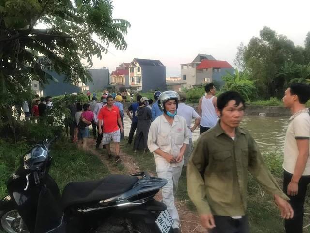 Lực lượng chức năng và người dân đang nỗ lực tìm kiếm nạn nhân mất tích trong vụ việc.