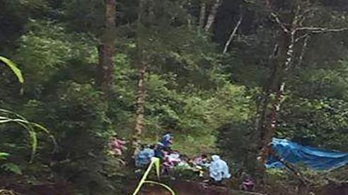 Lâm Đồng: Hàng trăm người tìm kiếm 2 nạn nhân bị lũ cuốn mất tích