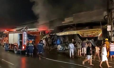 Kịp thời giải cứu nhiều người trong cửa hàng điện tử bốc cháy