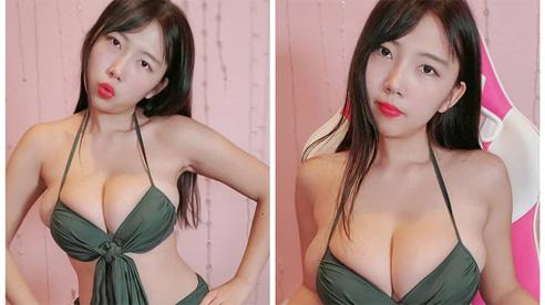 Ăn mừng đạt 100k subs, nữ Youtuber chiêu đãi fan màn khoe ngực nóng bỏng nhưng lại khiến nhiều người 'rùng mình', ngán ngẩm
