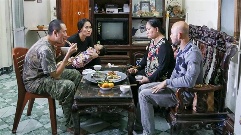 'Một ngày khác' của diễn viên Minh Cúc: Được bạn trai 2 năm chưa vào bếp nấu ăn