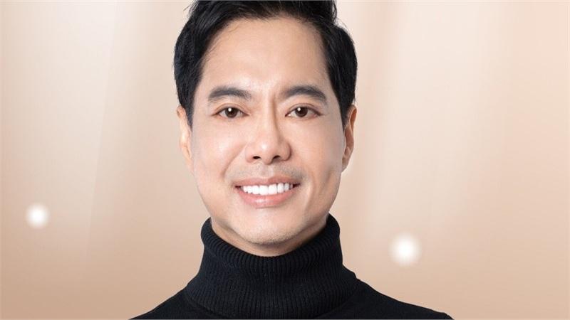Sau khi bị té, clip đàn hát của Ngọc Sơn 'gây sốt' mạng xã hội
