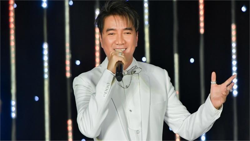 Đàm Vĩnh Hưng hát gây quỹ từ thiện, thẳng thắn đáp trả antifan chuyện ủng hộ miền Trung