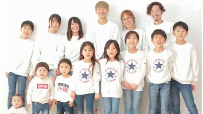 Cuộc hôn nhân khó tin của cặp vợ chồng Nhật:24 năm đẻ 12 đứa con, 6 trai 6 gái, bước vào nhà ai cũng choáng