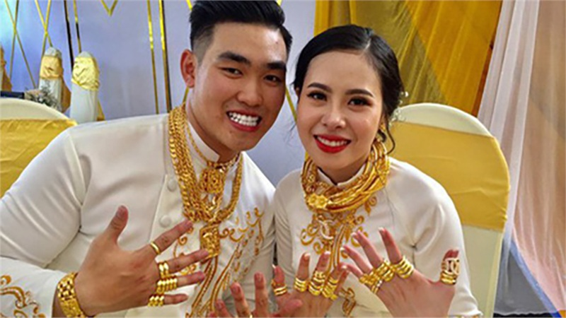 Cặp vợ chồng trẻ được trao của hồi môn 2,5 tỷ đồng cùng 49 cây vàng trong đám cưới từng gây bão mạng có cuộc sống hiện tại ra sao?