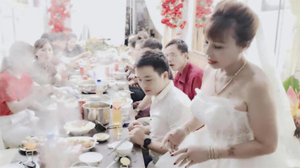 Cô dâu 63 tuổi ở Cao Bằng tổ chức tiệc 2 năm ngày cưới