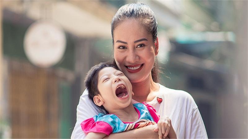 Diễn viên Minh Cúc: 9 năm nuôi con khuyết tật, vất vả đã trở thành thói quen trong cuộc sống