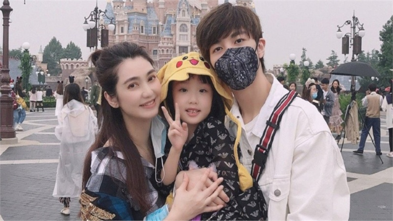 Vợ chồng mỹ nam 'Hoa Thiên Cốt' cuối cùng cũng ly hôn sau bê bối ngoại tình ồn ào với trợ lý riêng?
