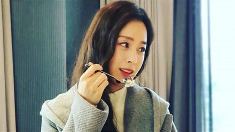 Động thái đầu tiên của Kim Tae Hee sau khi bị dân mạng chê nhan sắc 'lão hóa' ở tuổi 40
