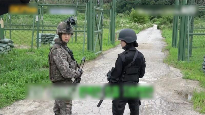 'Search' hé lộ hậu trường teaser: Jang Dong Yoon nghiêm túc, Krystal ánh mắt sắc bén