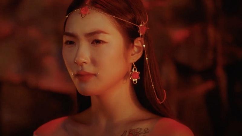 Sở hữu gu thời trang cực ấn tượng, 'tiên nữ' trong MV mới của Jack lại từng nhiều lần 'bị soi' rất giống đàn chị Kiều Ly Phạm