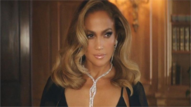 Jennifer Lopez gợi cảm trong thiết kế xuyên thấu của Công Trí