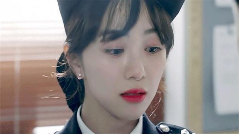 Mina lần đầu tiên lộ diện sau khi Jimin bị đuổi khỏi AOA, thông báo sẽ tiếp nhận điều trị tâm lý