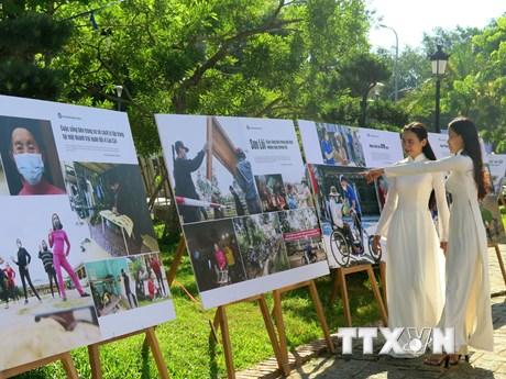 Triển lãm ảnh 'Việt Nam phòng, chống dịch COVID-19' tại Thừa Thiên-Huế
