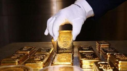 Rời mốc kỷ lục, giá vàng thế giới đi xuống phiên đầu tuần