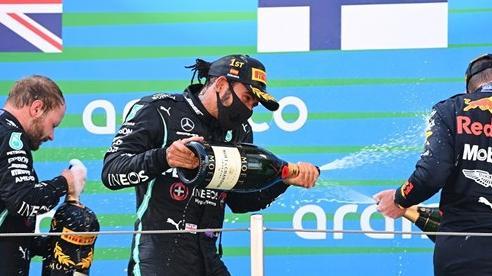Lewis Hamilton tiếp tục lập kỷ lục tại chặng đua F1 Tây Ban Nha