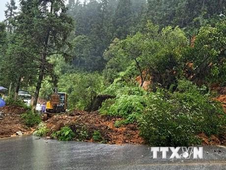 Mưa lớn gây sạt lở nhiều tuyến đường tại tỉnh Lào Cai