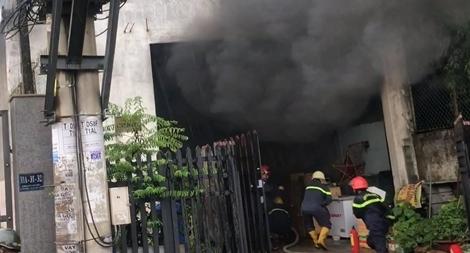 Cháy kho chứa phụ tùng, xe ô tô và xe máy bị thiêu rụi