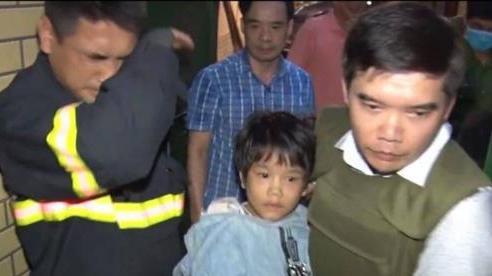 Vụ bé gái bị bố đẻ đánh đập, bạo hành nhiều ngày ở Bắc Ninh: Mẹ mất từ cuối năm ngoái, bà nội và hàng xóm không dám đụng đến do bị đe dọa tính mạng
