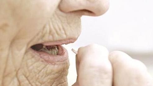 Thuốc kháng cholinergic gây suy giảm trí nhớ ở người cao tuổi