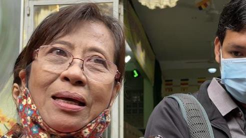 Nhận tro cốt người thân tại chùa Kỳ Quang 2: 'Tim tôi như vỡ ra'