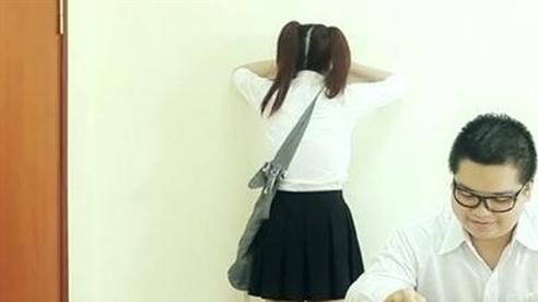 Úp mặt vào tường vì không học thêm: Im lặng khó hiểu...