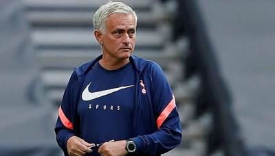 Mourinho chịu nhục lần đầu sau 20 năm