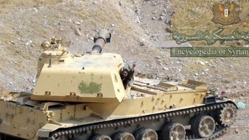 Đạn phá mảnh của 2S3 Akatsiya xuyên thủng xe tăng phiến quân