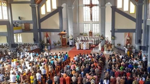 Bất chấp dịch COVID-19, nhà thờ Indonesia vẫn tổ chức thánh lễ quy tụ 1.500 người