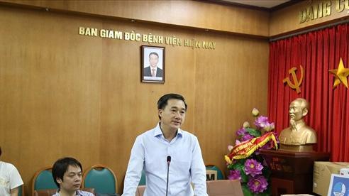 Thứ trưởng Bộ Y tế: Mong các y bác sĩ tiếp tục ra sức cống hiến, bảo vệ vững chắc thành quả của chúng ta