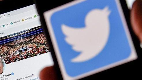 Tổng thống Mỹ đối đầu mạng xã hội