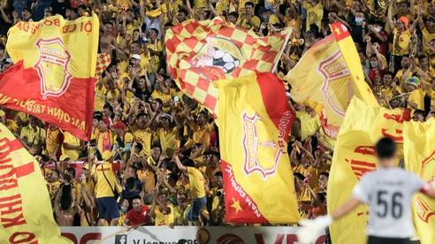 CLB Nam Định thua đau, nhận thêm án kỷ luật vì hành động xấu của khán giả nhà