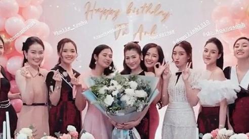 Dàn Hoa hậu hội tụ trong sinh nhật Dương Tú Anh nhưng đều lép vế trước khuôn ngực 'khủng' của Mai Phương Thúy