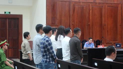 CLIP: Ông Chiêm Quốc Thái bỏ về vì tòa không triệu tập bà Trần Hoa Sen