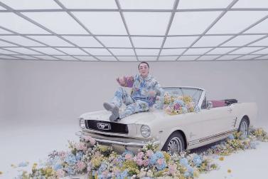 Sơn Tùng M-TP mang xe VinFast và Ford Mustang vào MV 'Có chắc yêu là đây'