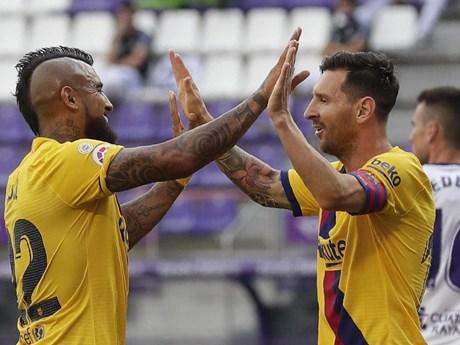 Thắng nhọc Real Valladolid, Barcelona níu chân Real Madrid