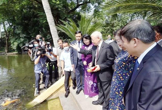 Tổng Bí thư, Chủ tịch nước Nguyễn Phú Trọng cùng Phó Chủ tịch nước Đặng Thị Ngọc Thịnh thăm Khu Di tích Chủ tịch Hồ Chí Minh tại Phủ Chủ tịch.