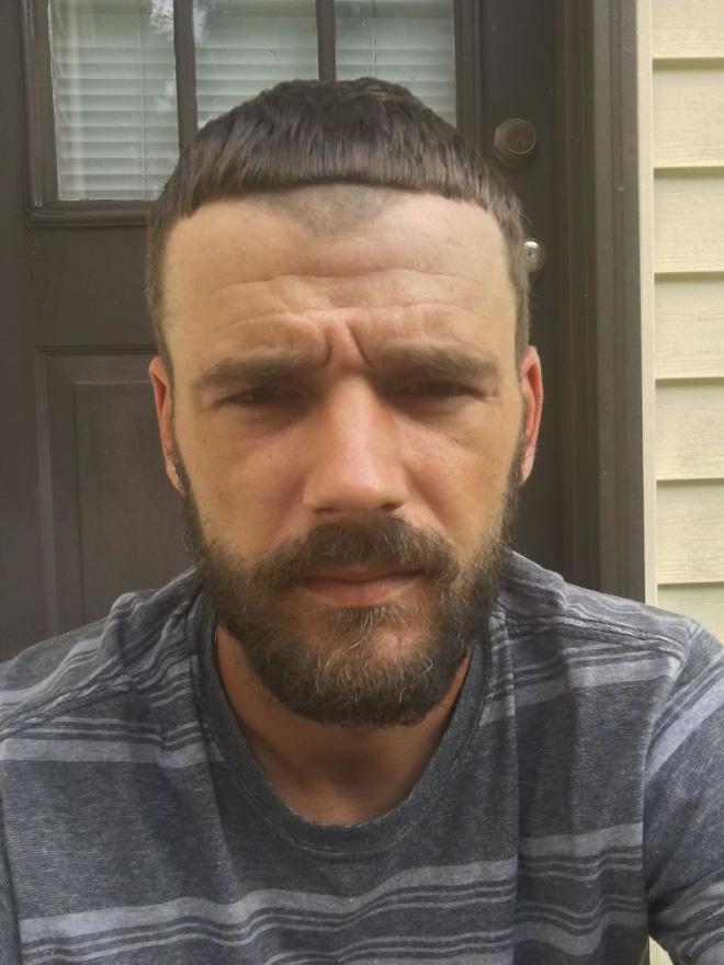 14. Nhìn gì? Chưa thấy ai cắt tóc hỏng bao giờ à?