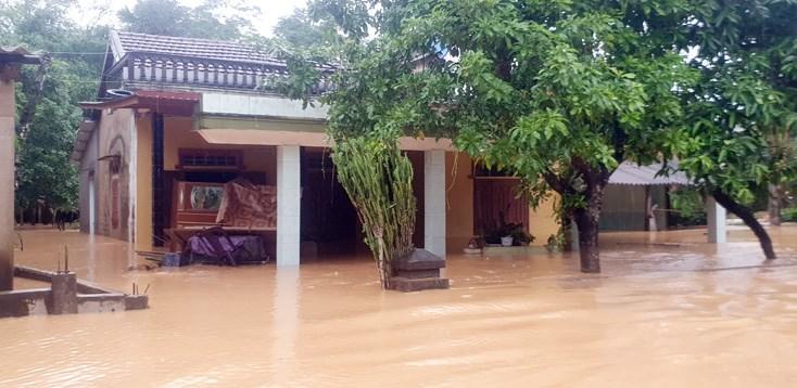 Nước lũ gây ngập lụt hàng nghìn ngôi nhà tại huyện Tuyên Hóa, tỉnh Quảng Bình chiều 19/10 (Ảnh: baoquangbinh.vn)