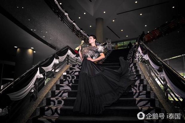 Sự nổi tiếng nhanh chóng đã giúp Madaew có được sự chú ý của nhà sản xuất chương trình Asia's Next Top Model