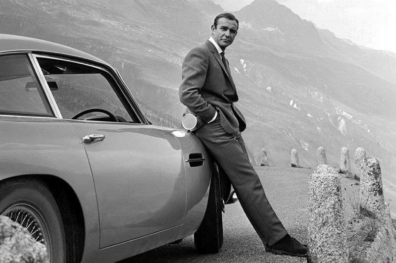 Sean Connery trong hình tượngJames Bond.