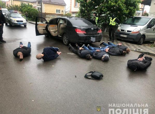 Cảnh sát bắt giữ một số đối tượng trong vụ đụng độ. Ảnh: Reuters