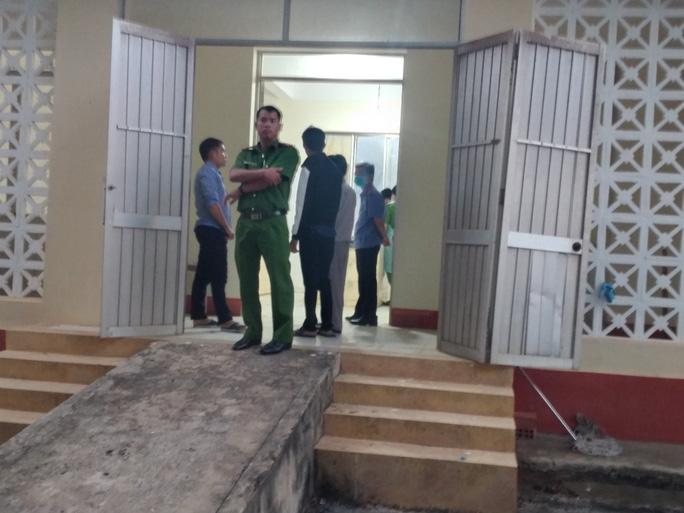 Công an tỉnh Bình Phước đang khám nghiệm hiện trường vụ ông Lương Hữu Phước nhảy lầu tự tử