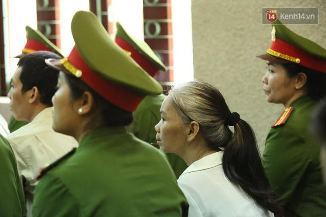 Bị cáo Bùi Thị Kim Thu tóc bạc trắng xuất hiện tại phiên xét xử phúc thẩm