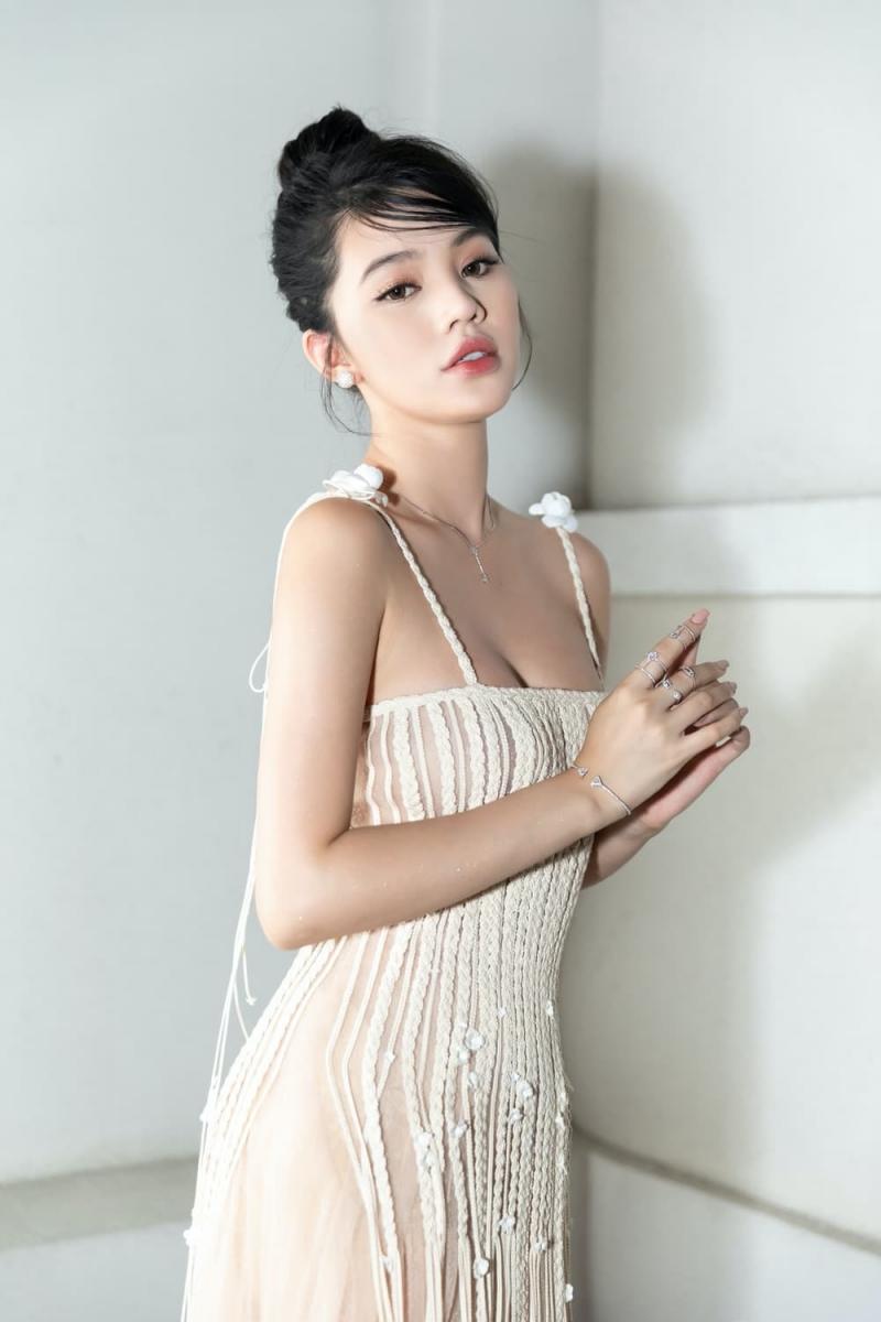 Được biết, Jolie Nguyễn đã thông báo sẽ tạm không hoạt động mạng xã hội từ ngày 8/7, do không có mặt tại Sài Gòn.